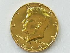 USA 1/2 Diollar coin Kennedy. Silver, gold plated. Weight: 11, 5 g. Diameter: 31 mm. With certificate, in the wooden case.