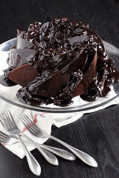 Mexican Chocolate Cake - This is defnately a special occasion cake. More than once or twice a year could cause death by chocolate - but what a way to go! Mexican Chocolate Cakes, Chocolate Desserts, Cake Recipes, Dessert Recipes, Yummy Recipes, Chocolate Waffles, Chocolate Chocolate, Chocolate Lovers, Köstliche Desserts