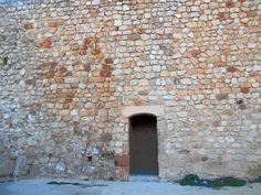 Portillo en la parte baja de la muralla