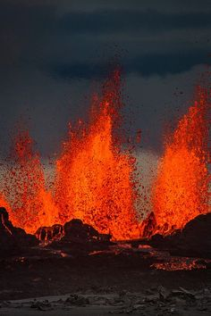 Science Discover Lava fountains at the Holuhraun Fissure eruption near Bardarbunga Volcano Natural Phenomena Natural Disasters Mother Earth Mother Nature Volcan Eruption Fuerza Natural Erupting Volcano Lava Flow Panoramic Images