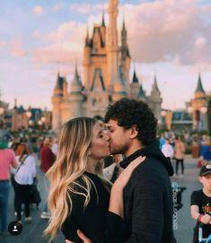 Image about love in Cute couple pics 💑 by Lady Vampire Imagen de couple, kiss, and goals Disneyland Couples, Disneyland Photos, Disney Couples, Disneyland Trip, Disney Trips, Cute Disney Pictures, Disney World Pictures, Cute Couple Pictures, Couple Pics