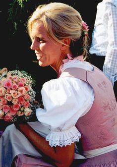 Tostmann Trachten: Dirndl u. Trachten für Braut und Brautjungfer
