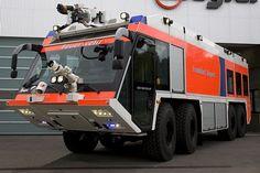 Flughafenlöschfahrzeug FLF Z8 XXL von #Ziegler der #Feuerwehr am #Airport #Frankurt (#Fraport).