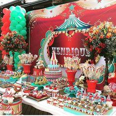 Festa Circo Vintage. Por @jaquelinetozzo #encontrandoideias #blogencontrandoideias #fabiolateles Quer ver mais ideias lindas: www.blogencontrandoideias.com