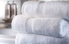 Aceto, bicarbonato e camomilla: un mix di ingredienti naturali che vi aiuteranno a mantenere morbidi i vostri asciugamani.