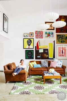 Colour is queen in the eclectic Adelaide home of television chef and artist Poh Ling Yeow Living Pequeños, Home And Living, Living Rooms, Artist Wall, Craftsman Interior, Australian Homes, Mid Century Design, White Walls, Decoration
