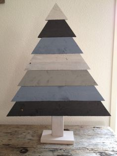 Mooie houten kerstboom in frisse kleurtjes geschilderd Unusual Christmas Trees, Wife And Kids, Diy Pallet Projects, Wooden Pallets, Creative, Handmade Gifts, Holiday, Christmas Ideas, Gift Ideas