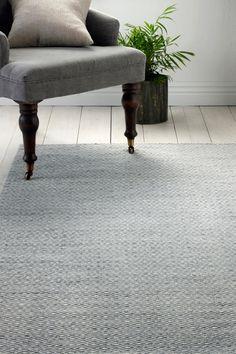 Fin matta med klassiskt mönster Gåsöga. Varp av bomull.  <br><br>100% ull<br>Rengörs genom dammsugning/skumtvätt