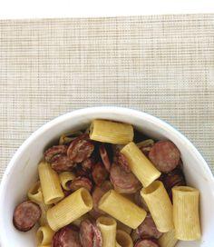 Do lado de lá ou de cá do fogão   Rigatoni com molho de linguiça defumada e mel