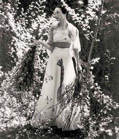 Wallis Simpson, haciendo de modelo con el vestido langosta