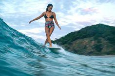De la Mode Homme & Femme aux Vêtements & Accessoires Techniques Surf & Snowboard, Façonnez Votre Style et Équipez vous sur le Shop Officiel Billabong ! Snowboard, Surfer Boys, Surfing Photos, Hawaii Surf, Womens Wetsuit, Billabong Women, Surf Trip, Surf Outfit, Swimwear Brands