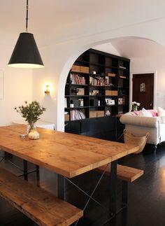 table avec bancs en bois