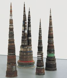 Tony Cragg, Minster, 1992, oggetti vari industriali, 285 x 250 x 250 cm, BSI Art Collection