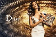 Dior. A nova campanha da Lady Dior foi clicada na sede do Partido Comunista Francês em Paris, prédio desenvolvido por Niemeyer em 1967. http://www.revistafator.com.br/ver_noticia.php?not=197794