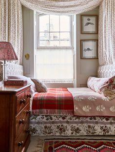 Top Home Decor Instagram Accounts Small Room Bedroom, Spare Room, Small Rooms, Home Bedroom, Small Spaces, Bedroom Ideas, Garden Bedroom, Master Bedroom, Bedroom Suites
