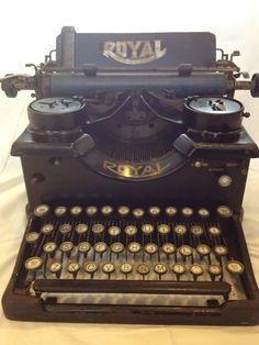 Antique 1919 Royal Standard Model 10 Typewriter (from 1919!) #typewriter #textbooks
