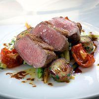 gekonfijte lamsvlees met salie en parelgerst