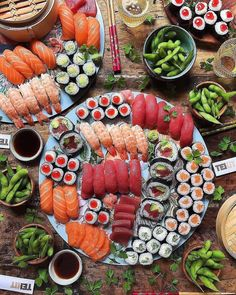 Are you a fan of sushi? Let us know your favorite type below! Cute Food, I Love Food, Good Food, Yummy Food, Sushi Recipes, Asian Recipes, Healthy Recipes, Sushi Comida, Sushi Platter