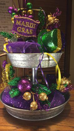 Mardi Gras Party Theme, Mardi Gras Food, Mardi Gras Beads, Mardi Gras Centerpieces, Mardi Gras Decorations, Festival Decorations, Homemade Gift Baskets, Masquerade Theme, Mardi Gras Costumes