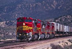 https://flic.kr/p/kHwyQX | ATSF Cajon Pass 04 22 94 DSC_6328 | Eastbound trailers led by a beatiful quartet of warbonnets in Cajon Pass, 4/22/94.