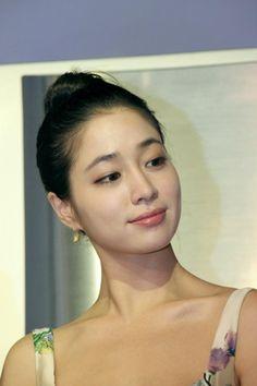 Lee Min-jeong (이민정) - Picture @ HanCinema :: The Korean Movie and Drama Database Jung So Min, Korean Eye Makeup, Asian Makeup, Very Beautiful Woman, Beautiful Asian Girls, Korean Beauty, Asian Beauty, Natural Beauty, Alternative Makeup