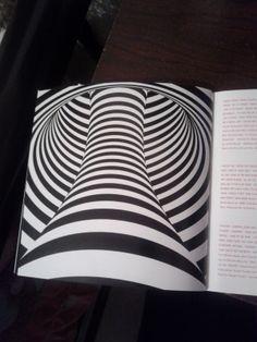 Esta foto, es del librito de canciones de un disco (ARTPOP-Lady Gaga) y lo relacione con la Ley de Contraste, ya que gracias al contraste existente, se puede apreciar el efecto o ilusión óptica. RODRÍGUEZ ARROYO DIANA IRMA 607
