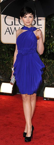 Oh how I love the color of the dress with the black heels...very pretty. Ginnifer Goodwin style is always admirable.
