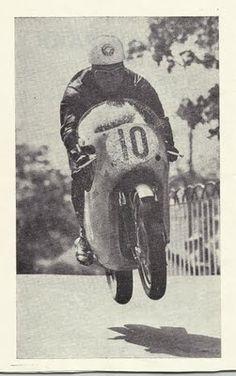Bob McIntyre launches the Honda over BallaughTT during the 1962 Junior TT. Moto Bike, Motorcycle Bike, Martial, Course Vintage, Racing Motorcycles, Isle Of Man, Road Racing, Vintage Racing, Best Memories