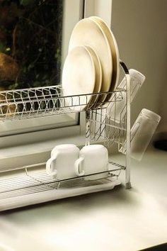 I like that this drying rack won't take up all the counter space by taking advantage of height.
