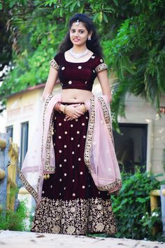 Beauty Full Girl, Beauty Women, Engagement Dress For Bride, Indian Navel, Saree Photoshoot, Stylish Girls Photos, Bollywood Girls, Beautiful Girl Indian, Indian Models