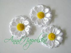 On the tail of summer, it's time back to school, why not make a swan hair clip for your lovely daughter . Diy Lace Ribbon Flowers, Kanzashi Flowers, Ribbon Art, Diy Ribbon, Satin Flowers, Ribbon Crafts, Flower Crafts, Fabric Flowers, Paper Flowers