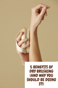 5 benefits of dry brushing! See how to naturally reduce cellulite, detox the skin and more!