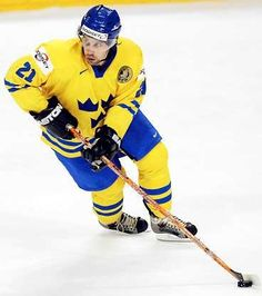 Foppa - Peter Forsberg One of the greatest Ice-Hockey players ever.LOVED when he played for the Preds! Peter Forsberg, Kingdom Of Sweden, The Swede, Ice Hockey Players, Ice King, Peter The Great, Nhl Games, Sport Of Kings, Colorado Avalanche