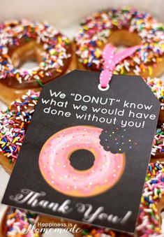 "These free printable donut thank you notes are SUPER cute! Cute gift tag for teacher appreciation! ""We 'DONUT' know what we would have done without you! Gag Gifts, Craft Gifts, Cute Gifts, Donut Gifts, Hostess Gifts, Volunteer Gifts, Gifts For Volunteers, Employee Recognition, Recognition Ideas"