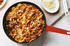 Easy Beef Lasagna Skillet by Campbells Recipes With Lasagna Noodles, No Noodle Lasagna, Cambells Recipes, Mini Lasagna, Campbells Soup Recipes, Skillet Meals, Pasta Dishes, Rice Dishes, How To Cook Pasta