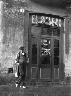 barcelona (horta) botiga de plats i olles i altres objetes-12-11-1922-tomas carreras Barcelona Catalonia, 1, Retro, Anime, Black And White, Frases, Vintage Shops, Shop Fronts, Vintage Photography