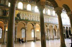 Iglesia de San Apolinar el Nuevo. Rávena, siglo VI. Lado derecho de la nave central en la que se representa la procesión de santos mártires.