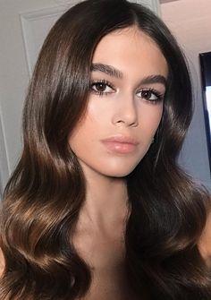 Pinterest: DEBORAHPRAHA ♥️ Kaia Gerber soft waves hair style