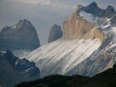 Während eines Tages kann man alle vier Jahreszeiten erleben - extremer Wetterwechsel macht das Klettern in den überhängenden Steilwänden der Torres del Paine lebensgefährlich.