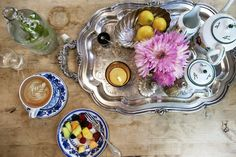 Jacqui Getty's Tips for Hosting a Casual Dinner Party - Entertaining Idea of the Day - Lonny Silver Serving Trays, Silver Trays, Serving Bowls, Breakfast In Bed, Perfect Breakfast, Casual Dinner Parties, Beige Kitchen, Kitchen Photos, Kitchen Decor