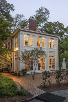 Side Yard Real Estate: Commonly side yard real estate is ignored. Perhaps a nod Dream House Ideas Commonly Estate Nod real Side yard Style At Home, Modern Farmhouse Exterior, Rustic Farmhouse, Colonial Exterior, Farmhouse Design, Farmhouse Ideas, Farmhouse Windows, Modern Colonial, Rustic Exterior