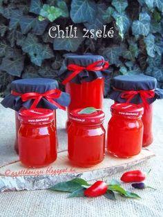 Az otthon ízei: Chili zselé Nigellától Eat Pray Love, Hungarian Recipes, Chili, Ketchup, Hot Sauce Bottles, Chutney, Food Storage, Preserves, Pickles