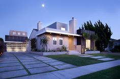 Christopher David Associates - A contemporary home with traditional detailing