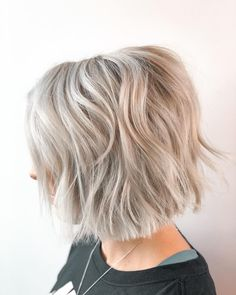 26 Most Requested Choppy Haircuts for a Subtly Edgy Style Latest Hairstyles, Bob Hairstyles, Middle Part Hairstyles, Choppy Haircuts, Medium Hair Styles, Long Hair Styles, Edgy Style, Hair Game, Hair Trends