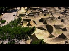 Red Bull Roast It is back! Gorge Road Jump Park in Queenstown, New Zealand will be BMX dirt jump heaven. Catch the teaser clip for the event on March http. Jump Park, Skate Park, Cycling Art, Cycling Quotes, Cycling Jerseys, Bmx Bike Parts, Bmx Dirt, Sports Clips, Sport Park