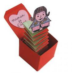 Fabriquer une boite Jack in the box , personnalisée avec le dessin ou la photo de sa maman , de son papa d'un ami et l'offrir pour la fête des mères , la fête des grand mères , la fête des p&a