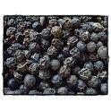 Le poivre noir de Madagascar est cueilli vert, puis soumi à la fermentation pendant quelques jours et séché au soleil sous lequel il se rise et noirci.(en flacon de 250g) C'est Bon, Madagascar, Blueberry, Food, Grosgrain, Savoury Dishes, Pepper, Strawberry Fruit, Sun