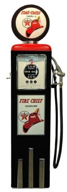 Pompe à essence Fire Chief Gasoline TEXACO (chapeau de pompier). Parfaite… Old Gas Pumps, Vintage Gas Pumps, Station Essence, Vintage Backdrop, Pompe A Essence, Soda Machines, Gas Company, Old Gas Stations, Filling Station