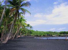 Punalu'u black sand beach in Hawaii  # プナルウ黒砂海岸