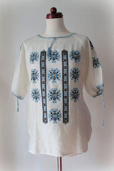 Embroidered Blouse  1970's Cross Stitch von PaperdollVintageShop, €29,90